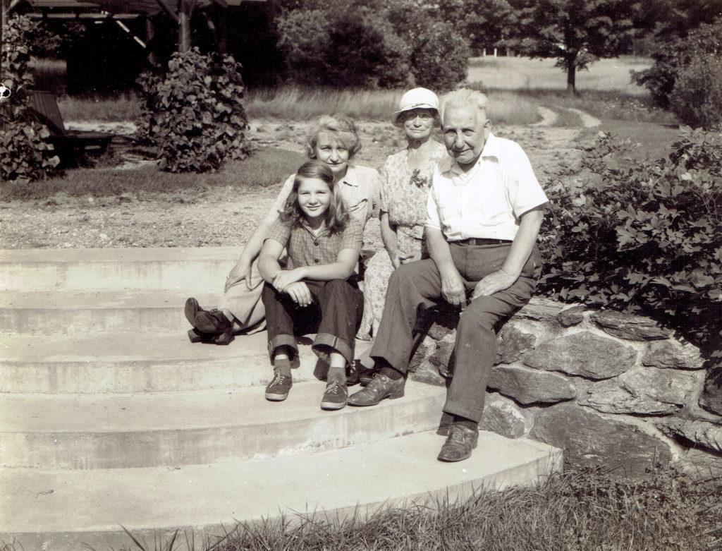 Suzanne Goyne Crowell, Edith Goyne, Uncle Dick and Ida